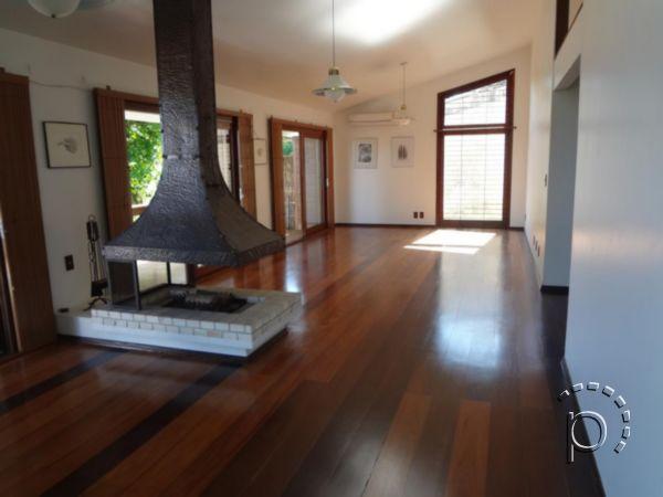Casa à venda de 4 dormitórios no SETIMO CEU em Porto Alegre