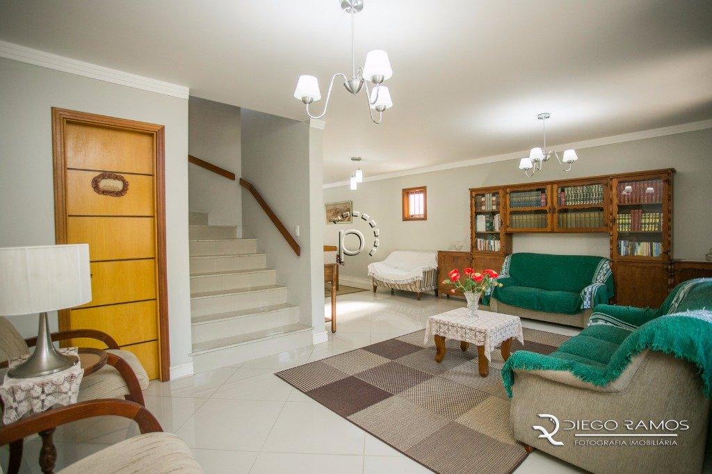 Casa em Condomínio à venda de 3 dormitórios no CAMAQUÃ em Porto Alegre