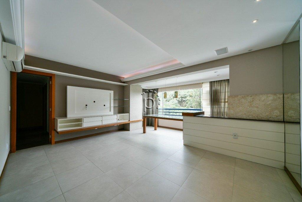 Apartamento à venda de 3 dormitórios no CRISTAL em Porto Alegre